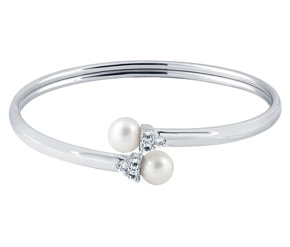White pearl Bracelets photography