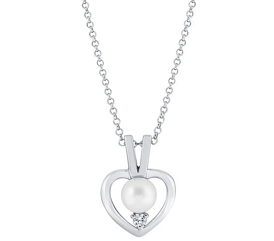 Heart Pendant pearl Photography