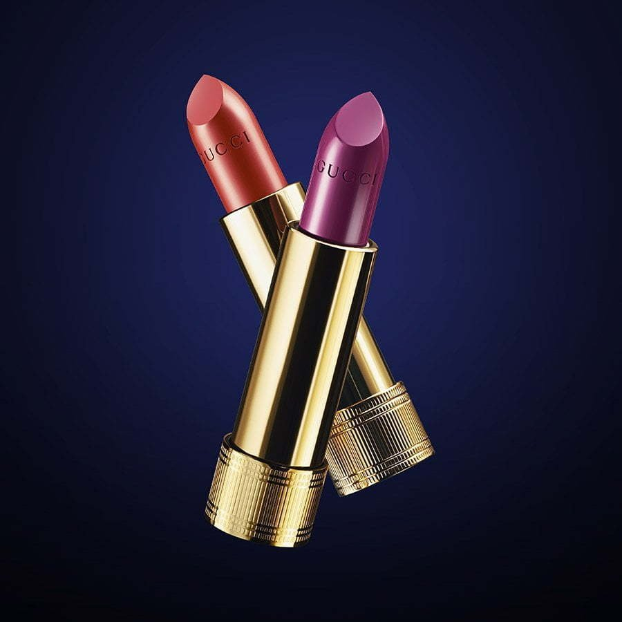 blue-background-gucci-lipstick