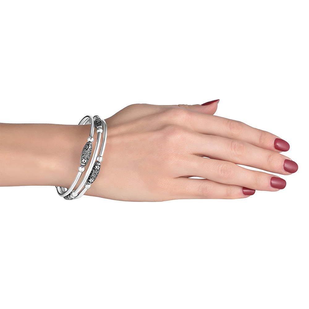 hand modeling jewelry photo 1