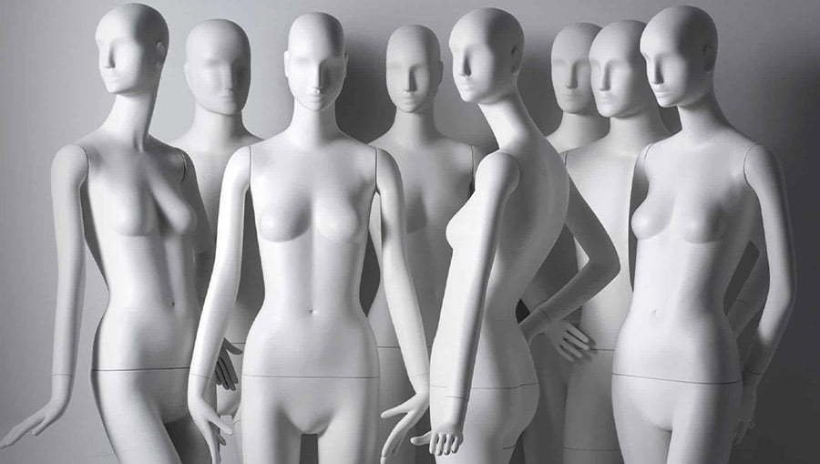 using-a-mannequin-for-your-clothing-photography