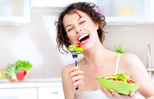 image-of-a-woman-eating-a-salad