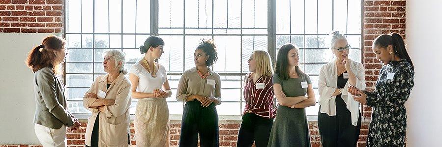 diverse businesswomen networking bqk9ywt