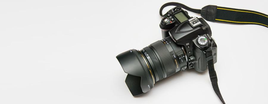 a_picture_of_a_black_dslr_camera