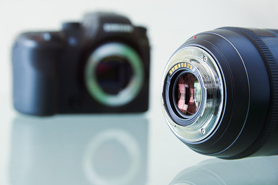closeup-of-dslr-photo-camera-and-still-lens-on-dslr